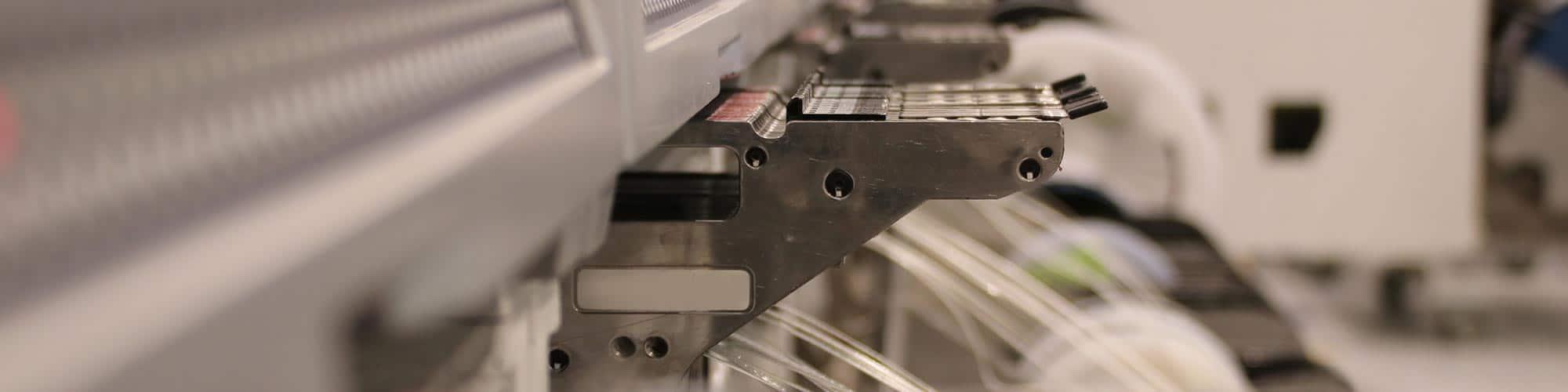 Nahaufnahme eines Maschinenteil in Seitenansicht